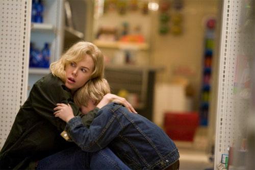 Nicole Kidman y Jackson Bond en THE INVASION (2007)