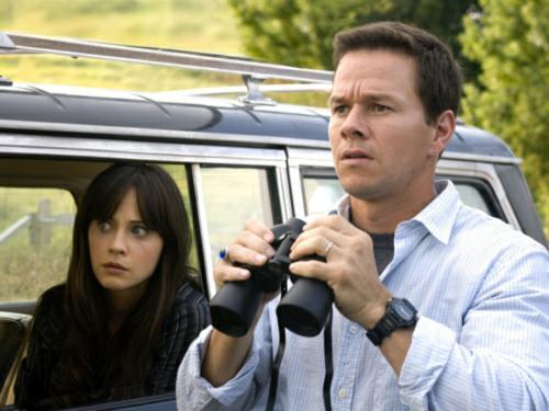 Emily Deschanel y Mark Wahlberg deducen en THE HAPPENING (2008)