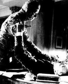 La Momia de Christopher Lee se  cobra una víctima más