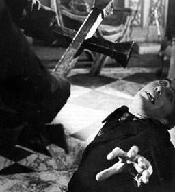"Peter Cushing no le dice ""adiós"" sino ""hasta luego"" al Drácula de Chris  Lee"