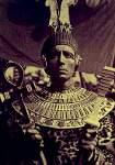 Lee con atavío egipcio